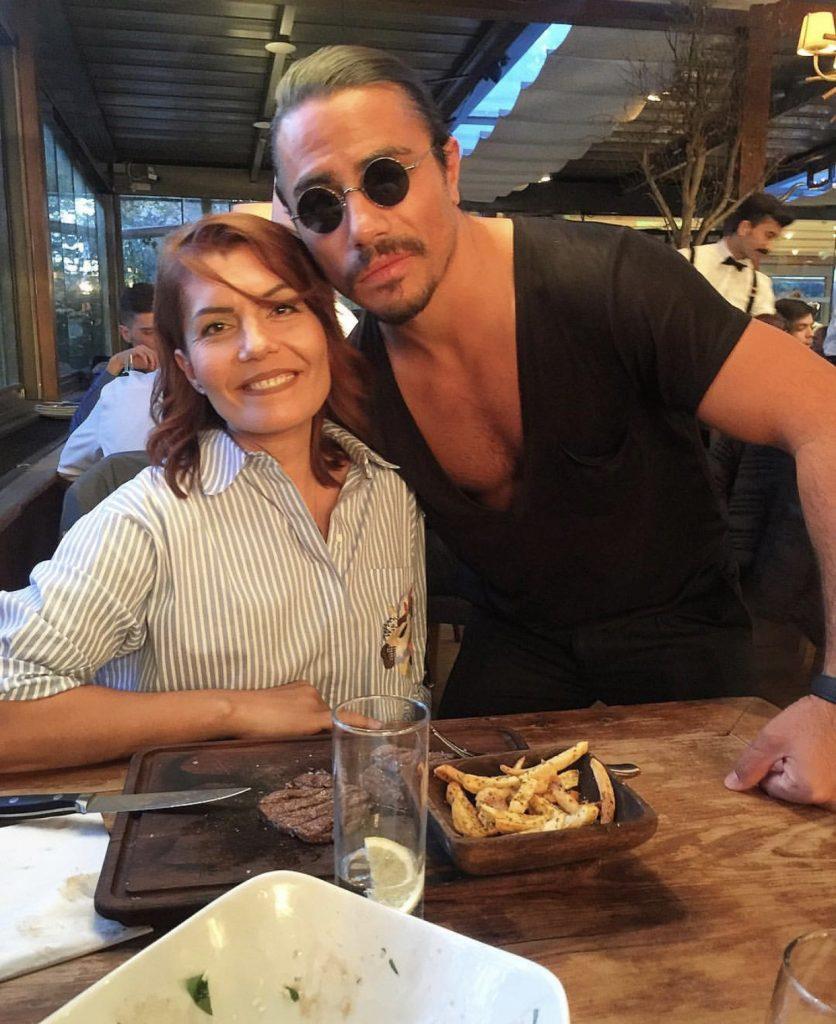 """7 Tipps für deinen nächsten Istanbul-Trip: Hülya mit Nusret """"Salt Bae"""" Gökçe"""
