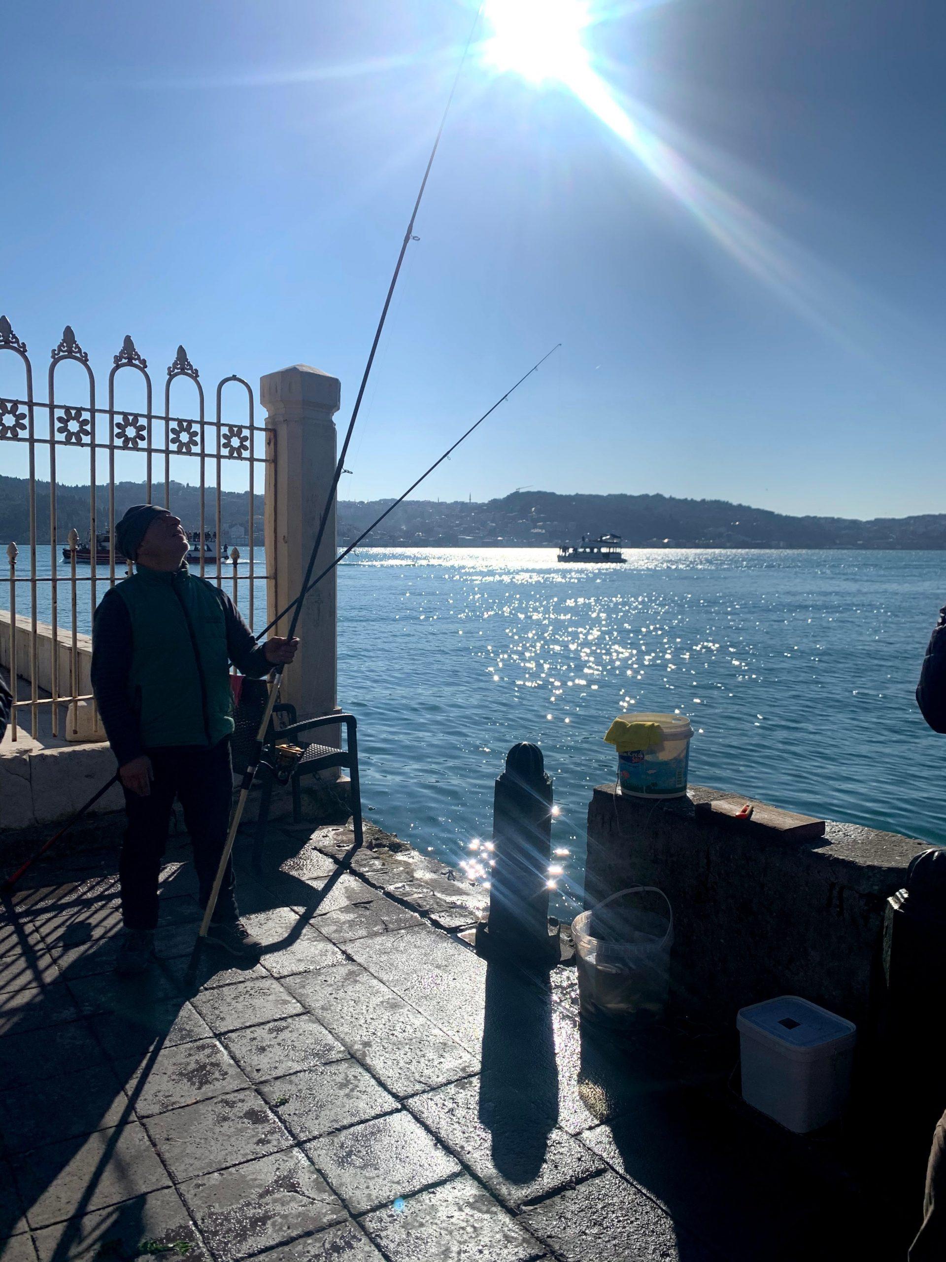7 Tipps für deinen nächsten Istanbul-Trip: Fischer am Ortaköy Fährterminal